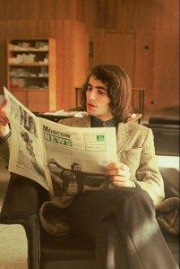 Северин Краевский читает газету
