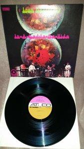 Iron Butterfly - In-A-Gadda-Da-Vida(ATCO, US, 1968). Первое американское издание культовой американской группы. При том, что это первый альбом в истории рока, получивший платиновый статус, а общее количество проданных экземпляров перевалило за 40 млн, найти его оригинальный пресс с bicoloured label в таком состоянии до сих пор большая удача.