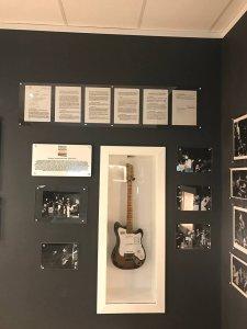 Это та самая гитара, которая сейчас находится в ливерпульском Magical Beatles Museum на Mathew Street? Или просто в музее демонстируется такая же самая модель для антуража?
