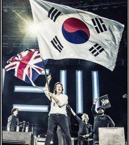 2 мая 2015: Пол Маккартни выступил на Олимпийском стадионе, Сеул, Южная Корея.