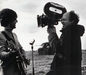 Пол и Дик Лестер на Солсбери-Плейн, графство Уилтшир, на съемках Help!, 3 мая 1965 года.