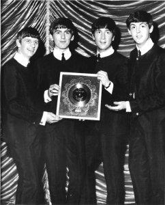 18 мая 1963   Серебряный диск Битлз за cингл From Me To You