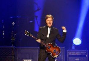 18 мая 2013 Пол выступает с концертом в зале Amway Center, Орландо