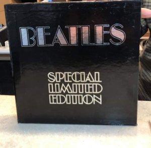 Есть ли какая-либо информация об этой коробке с винилами Битлз, выпущенной в 1974-м?