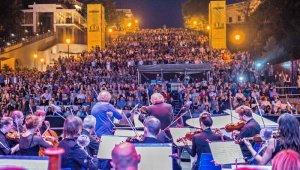 7 июня в 21:00 Потемкинская лестница превратится в гигантский филармонический театр под открытым небом.