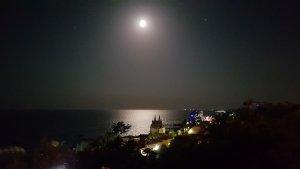 Вечернее море, воздух, тепло, рейд Черноморска, Луна, Юпитер, Лунная дорожка, Замок Гарри Поттера / Серёги Пидрахуя