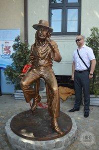 Памятник и его автор