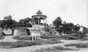 Старое фото дачи Ланжерона с беседкой и слева видна дорога вверх