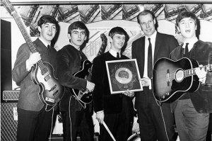 Дорогие Битломаны не судите строго, послушайте мою любимую песню The Beatles Acoustic Trio