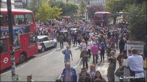 Можем повторить!:) Народ на Abbey Road отмечает юбилейную дату.