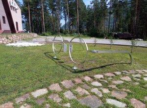 Приятель побывал летом на Алтае - прислал свежие снимки памятника.