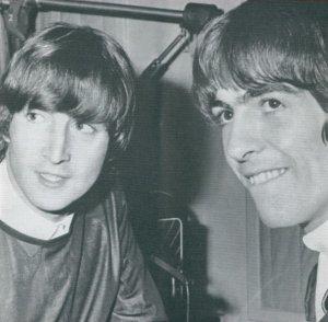 Джон Леннон и Джордж Харрисон сфотографированы для The Beatles Book во время сессии записи Baby's In Black, EMI Studios, Abbey Road, Лондон, 11 августа 1964.