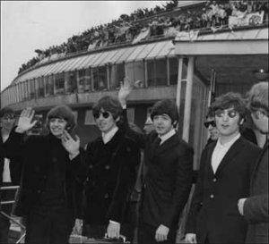 The Beatles, вылетающие из аэропорта Хитроу для их окончательного тура, 11 августа 1966