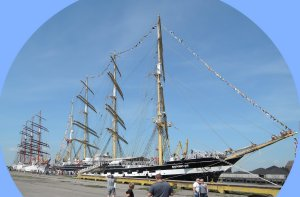 На некоторых парусниках бывал, а вот на калининградских - барках Крузенштерн и Седов - сегдня довелось впервые.