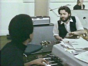 Билли Престону, ещё не знакомому с этой песней, Пол дал свои рекомендации.