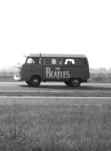 Первый мини-ван битловской, колесивший по Британским просторам, в том числе был народным вагоном германским.