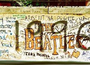 Граффити на стене Abbey Road Studios уничтожат