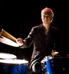 В возрасте 59 лет ушел из жизни музыкант Билл Рифлин – барабанщик, игравший в различных рок-группах, в частности, Ministry и King Crimson.