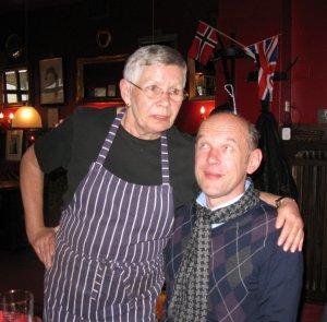 Одна из многочисленных встреч в English pub Kemp's Гамбурге, где она работала 2-3 дня в неделю - вместе со своим первым мужем Гибсоном Кемпом (тоже ветеран мерсибита и Гамбурга 1960-х, он сменил в Рори Шторме-е Ринго).