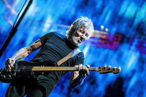 Roger Waters 16 июня выпускает в цифровом виде на стриминговых сервисах свой последний фильм-концерт Us + Them, он был презентован в кинотеатрах осенью прошлого года. Основу концерта составляет тур Роджера Уотерса 2017-2018 годов. Изюминкой этого шоу стало воссоздание в зале электростанции Баттерси (которую мы можем лицезреть на обложке альбома PINK FLOYD Animals), и исполнение большей части песен из этого альбома. Плюс, главные хиты Флойд и несколько композиций из последней на сегодняшний день пластинки Роджера Is This the Life We Really Want?.