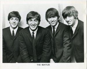 30 мая 1964, Битлз дают интервью и фотографируются в помещении NEMS Office в Лондоне