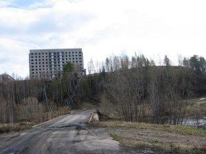 Хилтон  ( в простонародье) заброшенное общежитие для военнослужащих на месте бывшей  воинской части.