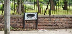 Тем временем в Ливерпуле продолжаются споры вокруг улицы Penny Lane, название которой по одной из версий связывают с работорговцем Джеймсом Пенни.