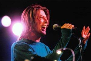 Парижское выступление Дэвида Боуи Something in the Air (Live Paris 99) - третья часть серии, посвященной концертам певца в 90-е годы.