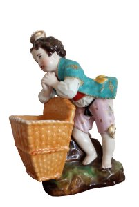 JAacob petit из моей коллекции. Любимчик)))))) 1820 е годы первая половина кстати. А изначально это фарфор из Винсента и JACOB PETIT его копернул оттуда. Он в бисквите был в белье.