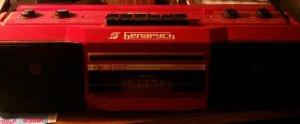 И даже такая машинка есть...В полном боевом,хорошо звучит.Ну это на работе покручиваю.Работает исправно,кассеты ни когда не поджовывала!Чё у меня только нет....