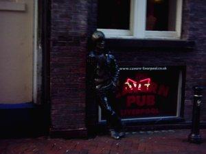 Мэтью Стрит - одно из самых прекрасных мест в мире особенно для поклонников ливерпульских групп, музыки 60-х, любителей Битлз... и раннего джаза! Клуб - это хорошо, но посетить бар тоже не так уж и плохо!