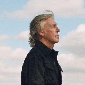 Пол Маккартни прекрасен и предсказуем. Вот у него возникла вынужденная паузе в жизни, связанная с карантином. Что, как вы думаете, делает Маккартни? Правильно! Он идет в студию и записывает новые песни!