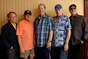 Рок-группа Beach Boys размышляют о том как они будут праздновать 60-летие группы в этом году.