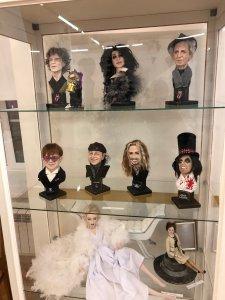 Была тут у нас недавно выставка кукол, и там, в частности, были вот такие экспонаты ))