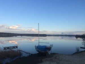 лед сошел и тишь на озере..