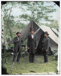 Слева от Линкольна Пинкертон
