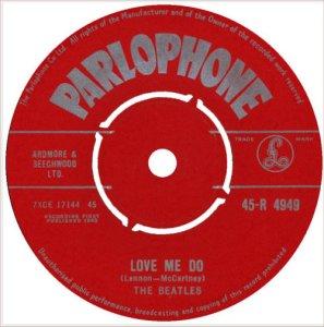 Сингл Love Me Do / P.S. I Love You выпущенный 5 октября 1962 г. (Parlophone – 45-R 4949) точно был не первым.