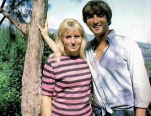 4 мая 1964: Джон и Синтия отдыхают на Таити