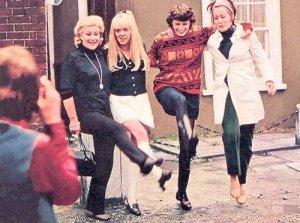 6 мая 1968 Актриса Миа Фэрроу посещает Ринго и Морин в Санни Хайтс
