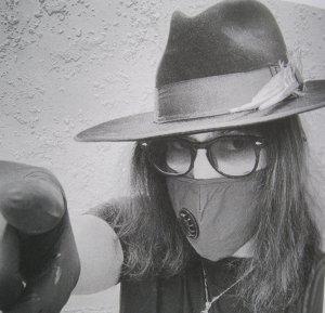 Привет от маски Шона Леннона.
