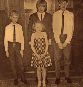 Фотография Брайана с родственниками по материнской линии.