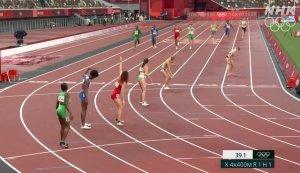 Цирк с конями устроили на смешанной эстафете 4 по 400 метров. Вчера в предварительном забеге при передаче эстафеты после первого этапа американка расположилась впереди всех вне зоны передачи. На снимке на второй дорожке её даже не видно. В результате команда США была дисквалифицирована. Но подала протест, который был сразу удовлетворен: американка сказала, что туда её якобы поставил какой-то судья. Т.е. как будто впервые в жизни бежала эстафету.