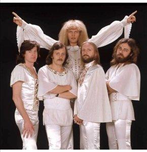 Группа Omega была создана в Будапеште в 1962 году, гитаристом и вокалистом Яношом Кобором и клавишником Ласло Бенкё․ С тех пор состав группы много раз менялся, но Янош и Ласло в группе уже более 48 лет․ Группа Oméga входит в число самых долго существующих групп мира․ Группа добилась международного признания, благодаря тому, что многие альбомы группы были записаны на нескольких европейских языках․ Еще в далеком 1968 году на группу обратили внимание музыкальные продюсеры и пригласили их дать несколько концертов в Великобритании․ Там на один из концертов попали Джордж Харрисон и Эрик Клэптон ․ Закончилось это тем, что группе предложили записаться на студии « Эбби - Роуд », что и было осуществлено․ Так появился на свет первый англоязычный альбом группы Omega Red Star From Hungary 1968г․ Альбом получился настолько успешным, что о группе сразу узнала и заинтересовалась ее творчеством практически вся Европа. https://zen.yandex.ru/media/leonidmasterok/alfa-i-omega-evropeiskogo-roka-70h-6022408a4849a6360845ac77
