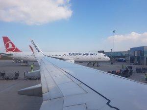 Новая стоянка самолётов. Нужно конечно привыкнуть. В Одессе долгое время было совсем не так. Словно фото не нашего аэропорта )