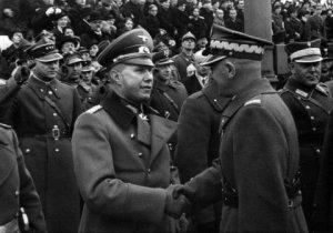 Ныне правящие круги Польши и их пропагандисты активно представляют свою страну невинной жертвой фашистской агрессии в годы Второй мировой войны, ставят на одну доску нацистскую Германию и Советский Союз, требуя от нашей страны некоего покаяния. Вероятно, за то, что 600 тыс. советских солдат погибли, освобождая польский народ из немецко-фашистского рабства, цинично и жестоко крушат памятники им. Может быть, с помощью надругательства над памятью о павших освободителях Польши в Варшаве хотят предать забвению пособничество Польши нацистам?