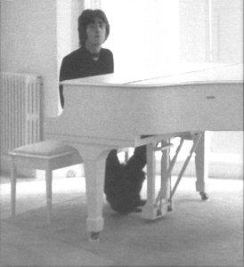 Вставь любое фото Джона (галерея Леннона)