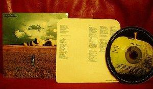 Внутренний конверт с текстами песен на азиатском Майнд Геймз.