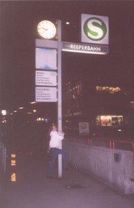 А я была на Рипербане!!! Две ночи жили в Гамбурге, и гостиница стояла прям там!