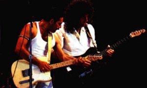 Про Брайана Мэя могу сказать следующее: на ранних концертах до Sheer Heart Attack Tour он пробовал Стратокастер.