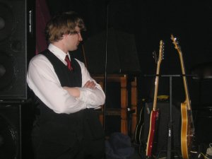 Funky сторожит гитары. Ну, мало ли что:)